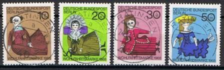 Timbre: Série poupées de Nuremberg