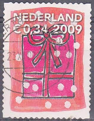 Timbre: Paquet cadeau rose avec  ruban rouge et fond rose